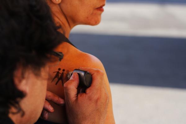 Los tatuajes de henna retornarán en esta versión de la Corrida de Peñalolén.