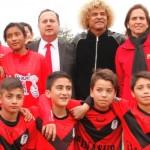 """""""El Pibe"""" Valderrama realiza clínica deportiva a niños de Peñalolén"""